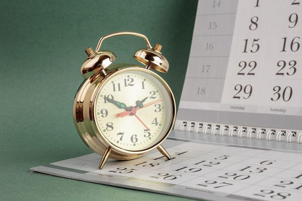 именно календарь и часы фото эмиратах